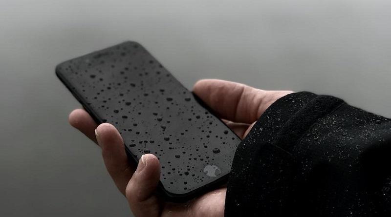 Ова никако немојте да го правите ако телефонот ви падне во вода