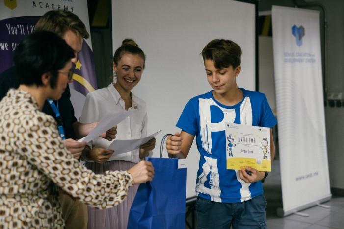 """""""Дипломираа"""" најмалите ИТ генијалци во Македонија"""