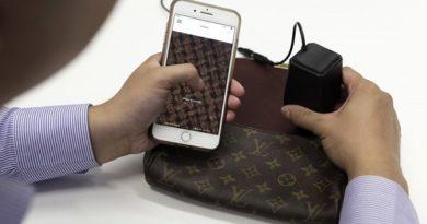 Гаџет што ќе ви каже дали чантата ви е оригинал или фалсификат