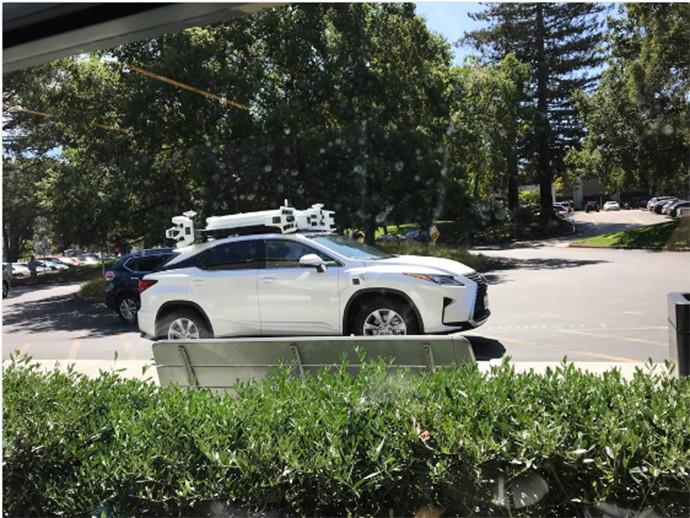 poglednete-kako-izgleda-samovozechkiot-avtomobil-na-koj-raboti-apple