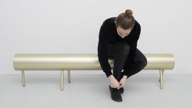 Држач за цепење дрво како инспирација за мебел направен од алуминиумски цевки