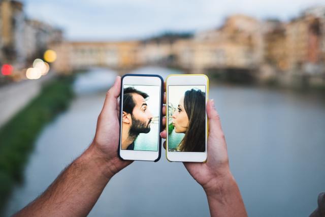 Нова мобилна апликација ги утврдува правилата за секс пред состанок (ВИДЕО)