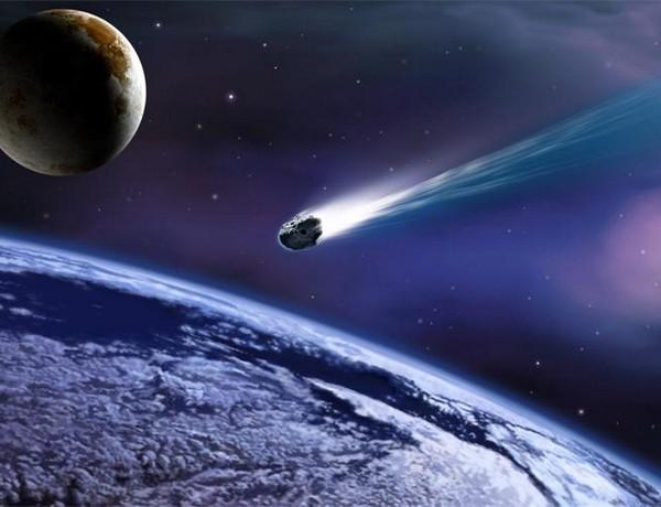 Мистериозна сина комета со нестабилна патека доаѓа кон Земјата