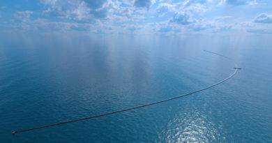 Наскоро машина за чистење на океаните од пластика