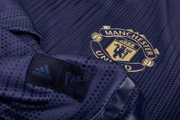 Adidas направи дрес за Манчестер Јунајтед од рециклирана пластика