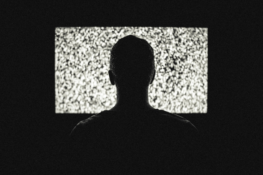 Што е поштетно – седење пред телевизор или пред компјутер?