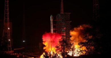 """Кинезите го лансираа првиот ровер кој ќе слета на """"темната страна"""" на Месечината"""