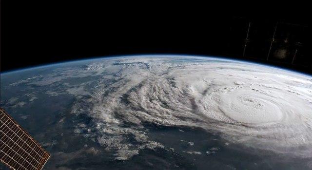 Сателит сними светлосни експлозии во Земјината атмосфера