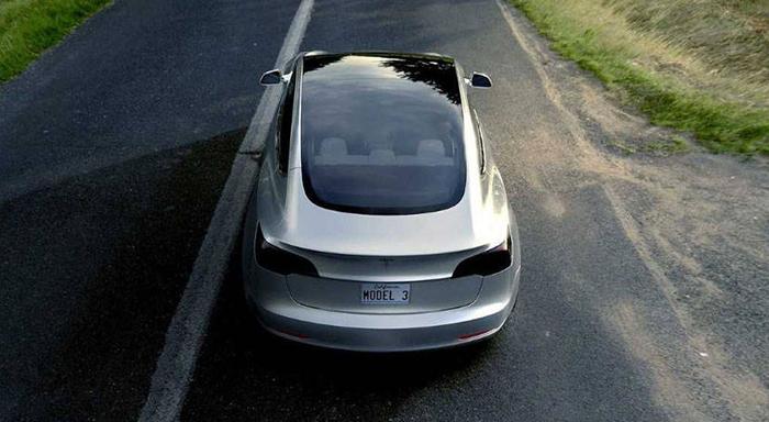 Tesla започна со испорака на Model 3 во Европа