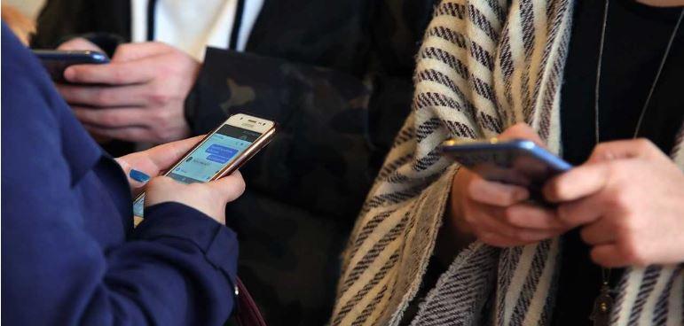 Зависноста од паметните телефони станува секојдневие