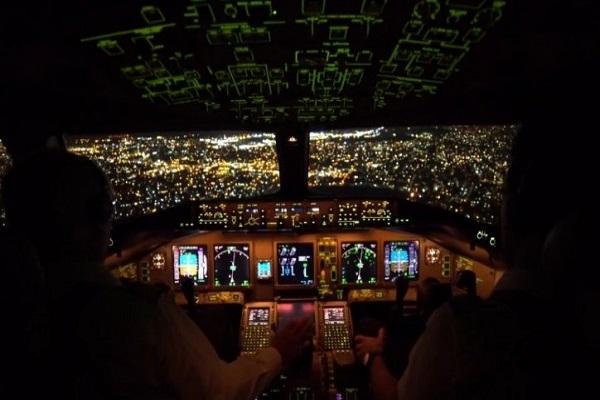 """Како изгледа слетување на """"Боинг 777″ на аеродромот во Њујорк? (ВИДЕО)"""