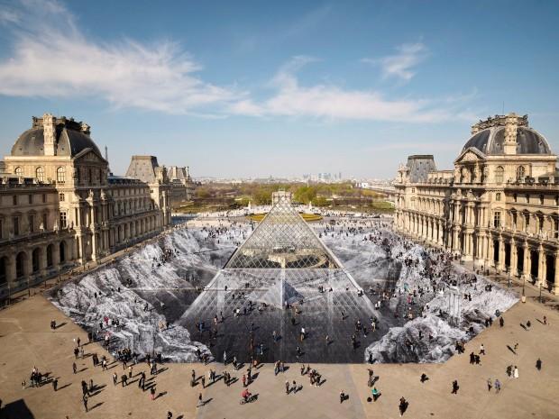 Драматична оптичка илузија во чест на 30 годишнината од пирамидата во Лувр