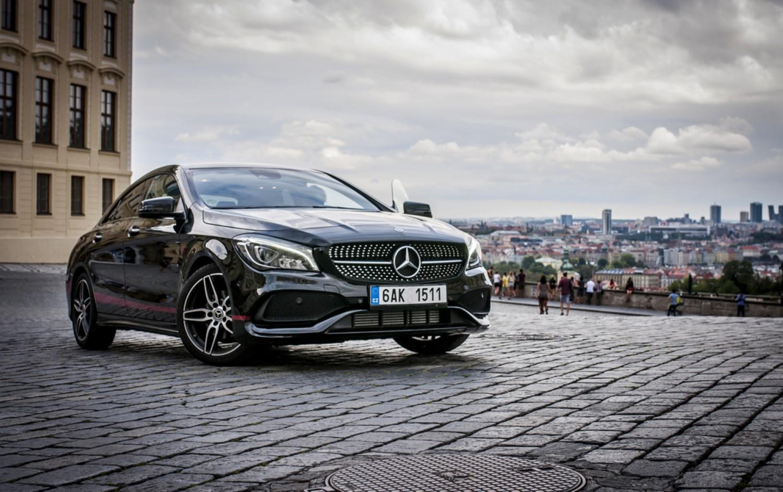 Mercedes ги исфрла бензинските и дизел мотори!