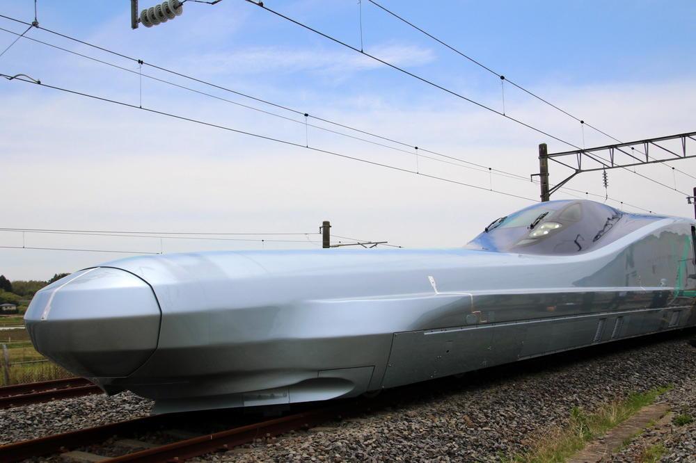 Јапонија тестира нов супербрз воз, кој се движи со брзина од 400 км/ч (ВИДЕО)