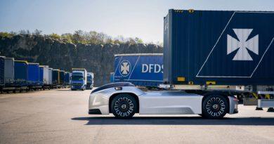 Самовозечки камиони на Volvo превезуваат бродски контејнери во Шведска (ВИДЕО)