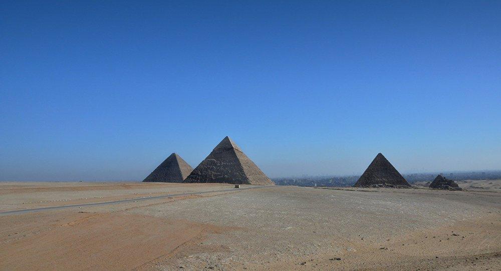 Сјајна огнена топка прелетала над египетска пирамида (ВИДЕО)