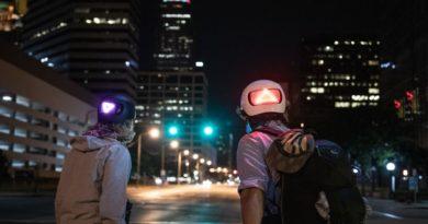 Apple најави паметни велосипедски шлемови со LED светла за сигнализација (ВИДЕО)
