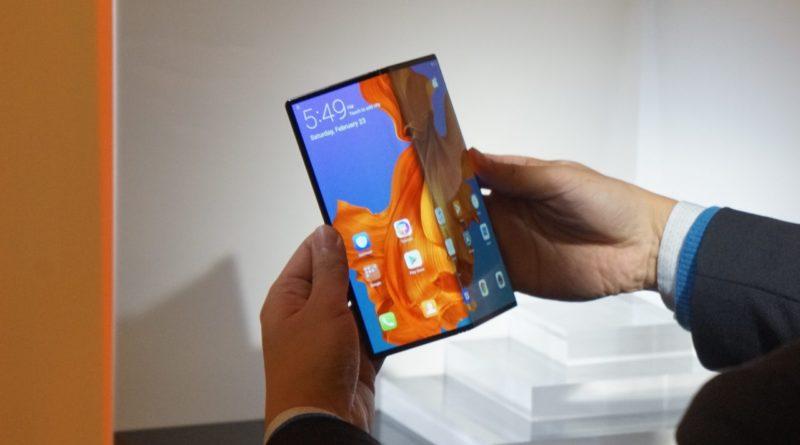 Флексибилниот Huawei Mate X за неколку минути распродаден во Кина