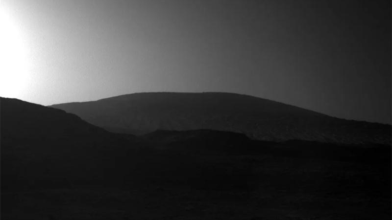 Марс во зора: NASA Curiosity и фотографии од вселената