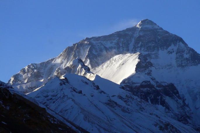 Драматични климатски промени на Хималаите: На врвот на Монт Еверест се појави вегетација (ВИДЕО)
