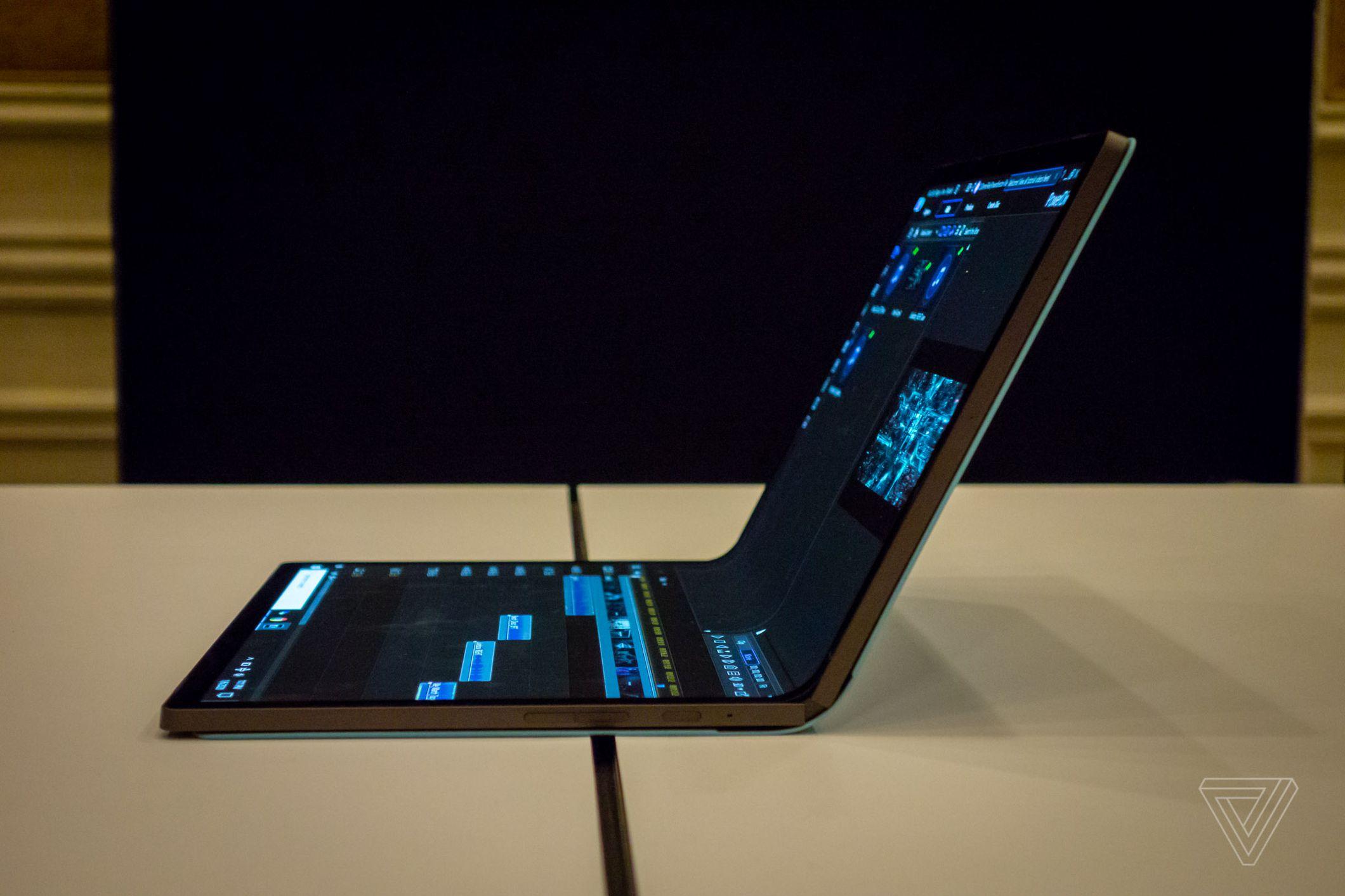 CES 2020: Intel го презентира својот компјутер на преклоп (ВИДЕО)