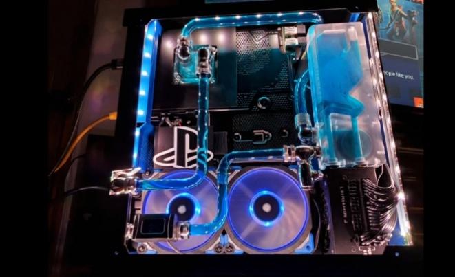Moder креираше PlayStation 4 Pro со водено ладење (ВИДЕО)