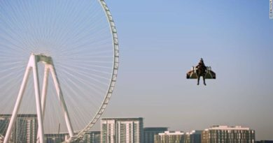 Иднината сега: Пилот леташе во костим како Ајронмен (ВИДЕО)