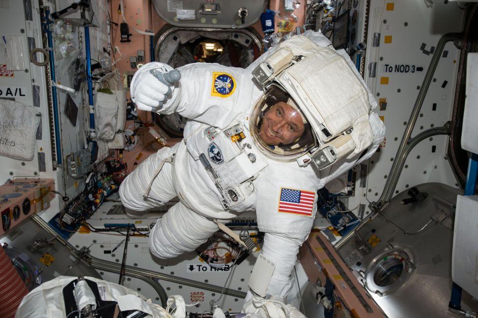Сакате да бидете астронаут на НАСА? Морате да ги исполните следните услови
