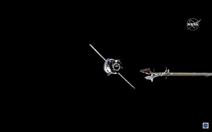 """Вселенскиот брод """"Прогрес"""" пристигна на Меѓународната вселенска станица (ВИДЕО)"""