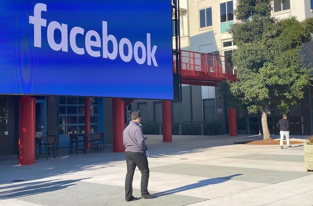 Facebook ќе ги обележува потенцијално штетните објави