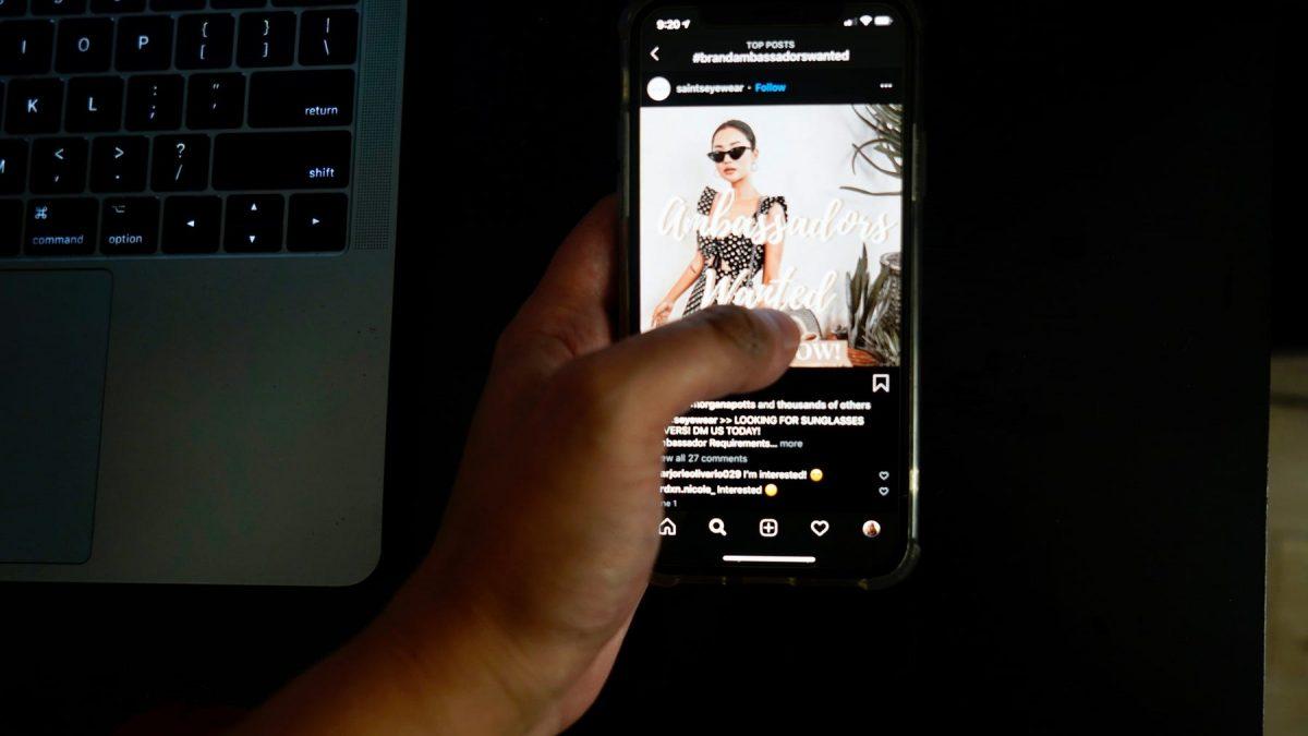 Корисниците на Apple уредите се сомневаат дека Instagram ги шпионира