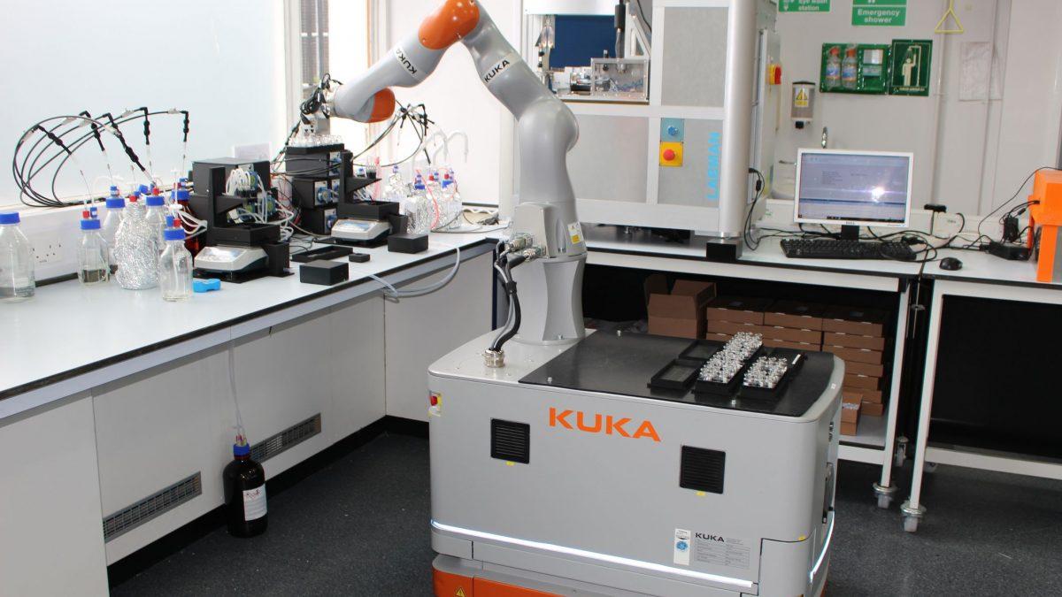 Роботски лабораториски асистент е илјада пати побрз од човекот (ВИДЕО)