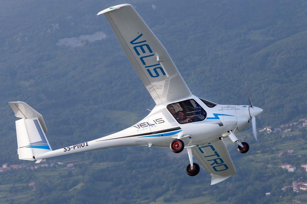 Словенија го произведе првиот сертифициран електричен авион на светот (ВИДЕО)