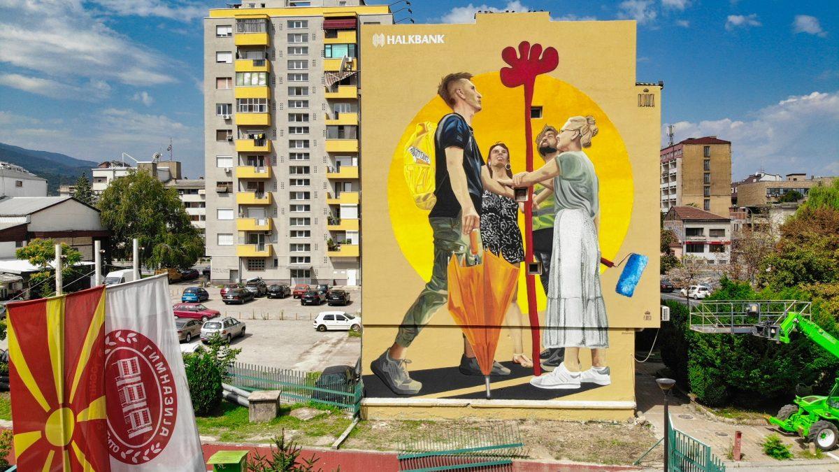Поставена првата арт-реклама на ѕидна фасада во Скопје (ВИДЕО)