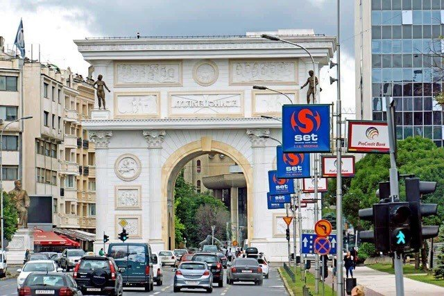 Повеќе од половина скопјани користат сопствен автомобил како основно средство за превоз