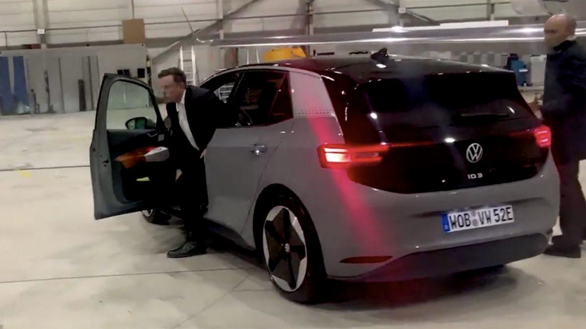 Елон Маск го тестираше електричниот Volkswagen iD.3 (ВИДЕО)