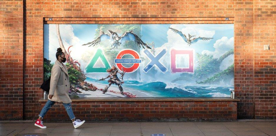 """PlayStation ги """"презема"""" знаците и станиците од лондонското метро"""