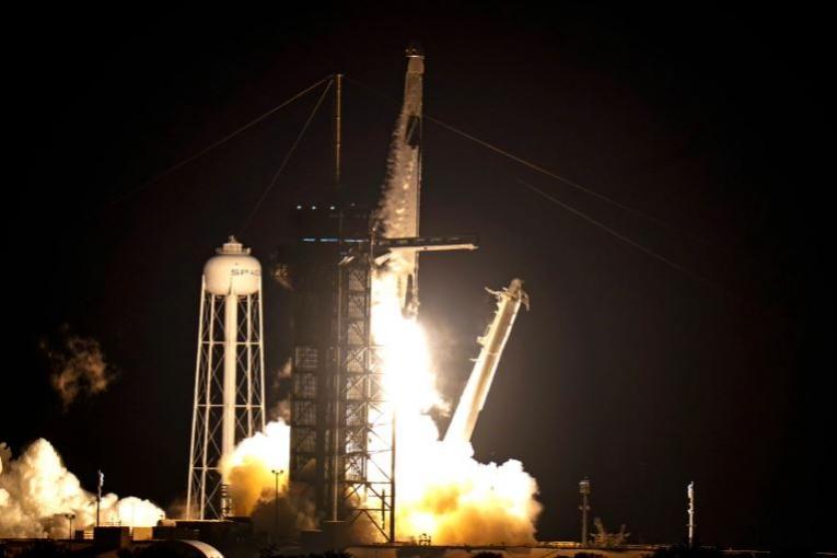 SpaceX успешно ја лансираше ракетата Falcon 9 со четворица астронаути (ВИДЕО)