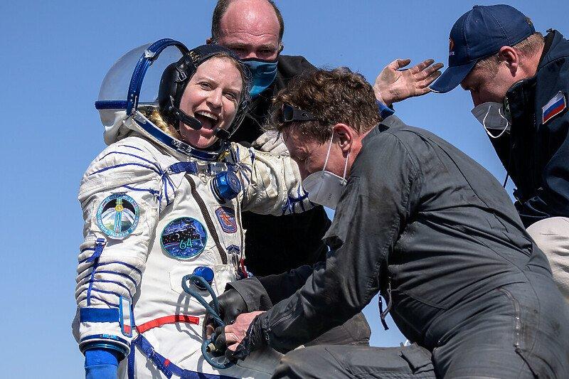 Тројца астронаути се вратија од полугодишната мисија на вселенската станица (ВИДЕО)