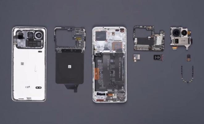 Расклопувањето на Xiaomi Mi 11 Ultra ги покажува сите делови на телефонот (ВИДЕО)