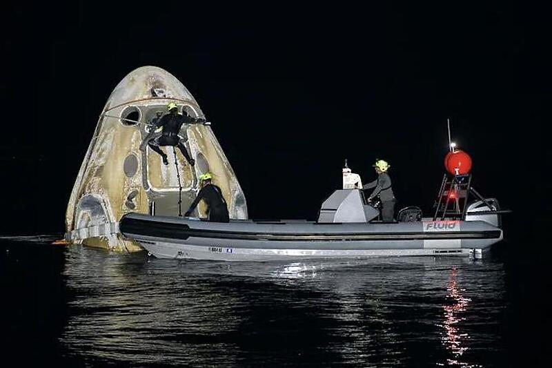 SpaceX со мисијата Crew-1 постави нов рекорд (ВИДЕО)