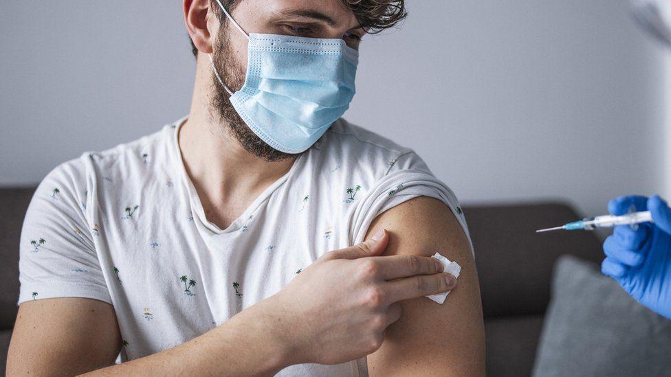 Британците ја истражуваат ефикасноста на третата доза вакцина против Ковид-19