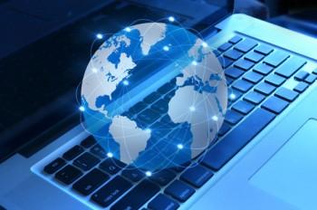 Грешка во софтвер е проблемот за вчерашното уривање на повеќе светски сајтови