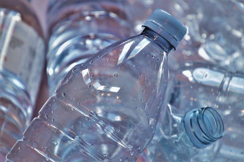 Нова биоразградлива пластика се распаѓа на сонце и на воздух