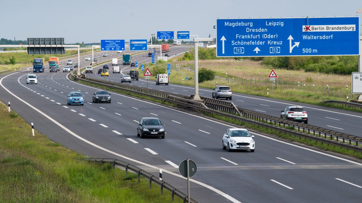 """Германија нема ограничување на брзината, но скоро сите возат со """"препорачана брзина"""""""