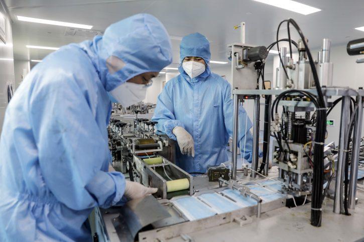 Кинеска компанија планира тестирање на вакцина во форма на спреј за нос