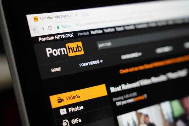 Што правеше светот додека Facebook и Instagram беа недостапни? Pornhub знае!