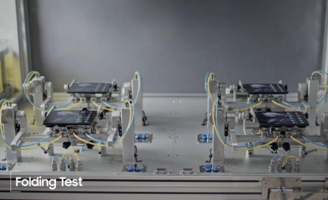 Samsung прикажа како ја тестира издржливоста на Galaxy Z Fold3 и Flip3 (ВИДЕО)
